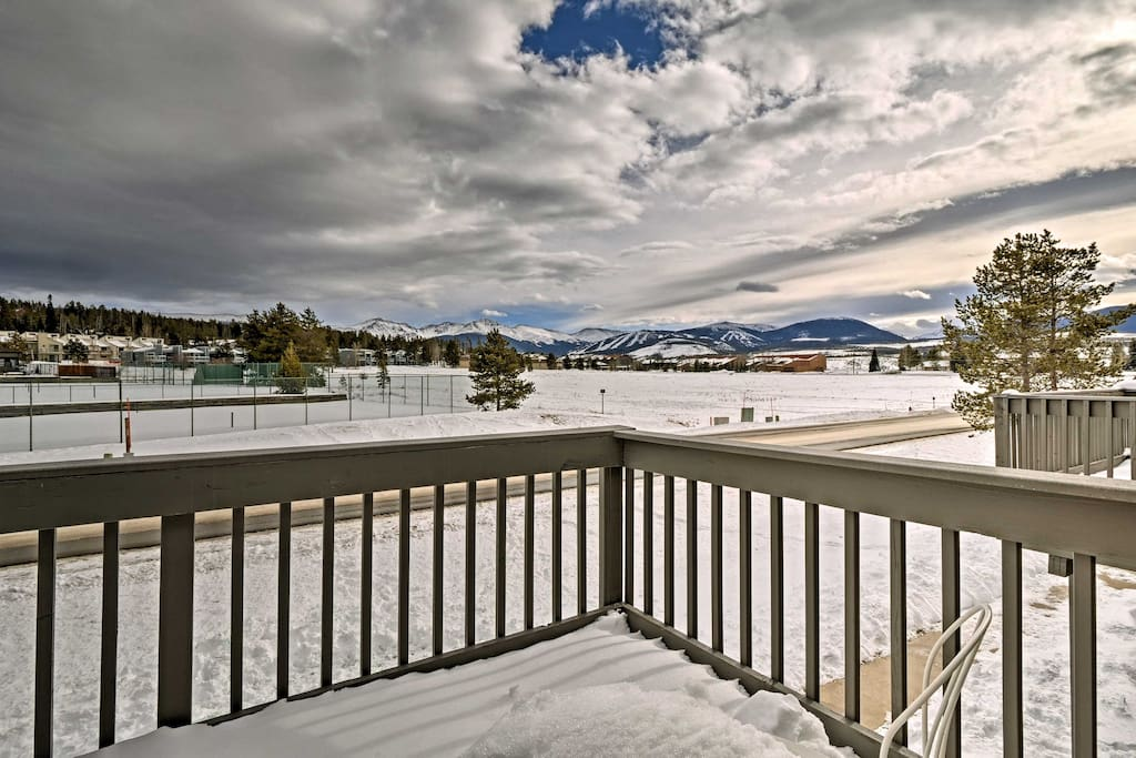 This condo boasts majestic views of the nearby mountains!