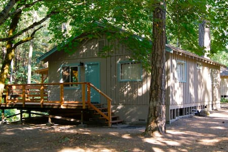 Beech - Lovely Creekside Cottage in the Woods - Cobb - Cabaña