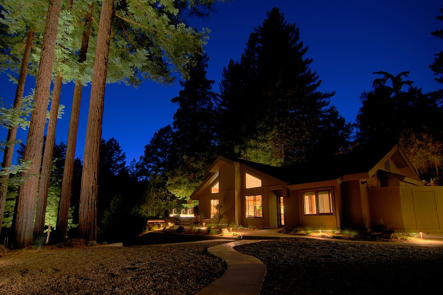 Elements at night is striking, the landscape and lighting blend with nature.