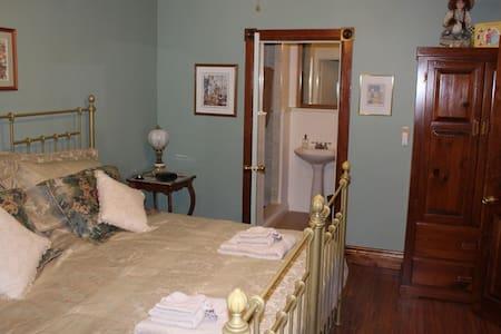 Doctor's House Bed & Breakfast - 1 - Arran-Elderslie - Wikt i opierunek
