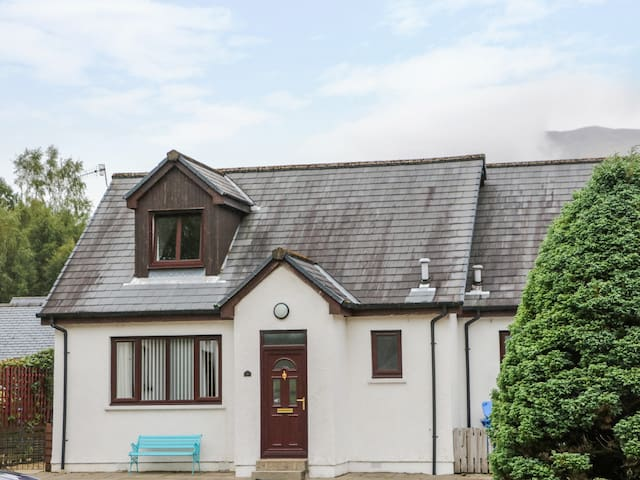 3 ANGUS CRESCENT, family friendly in Ballachulish, Ref 990774
