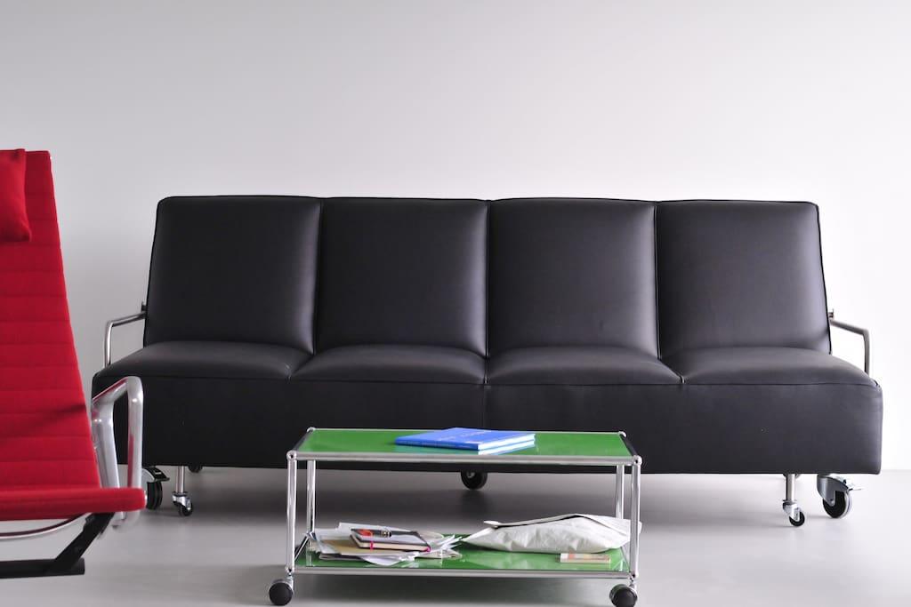 gro e loftwohnung direkt am wasser lofts zur miete in. Black Bedroom Furniture Sets. Home Design Ideas