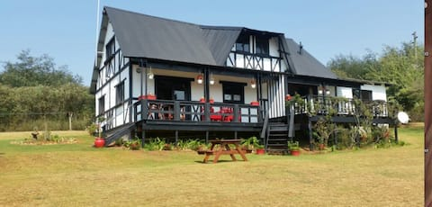 Woodcutters Guest House  - Lakeview Room