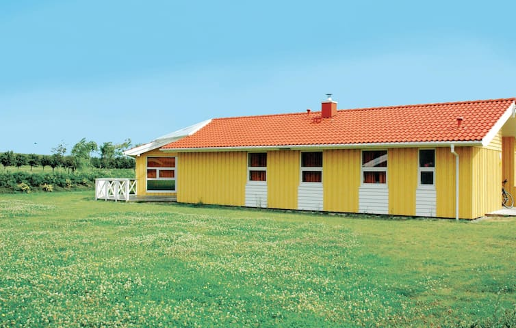 Holiday cottage with 5 bedrooms on 195m² in Friedrichskoog