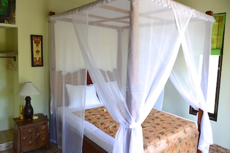 Amed Harmony Cafe and Bungalows 3 - Abang - Bed & Breakfast