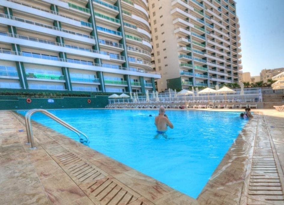 Free access to communal pool