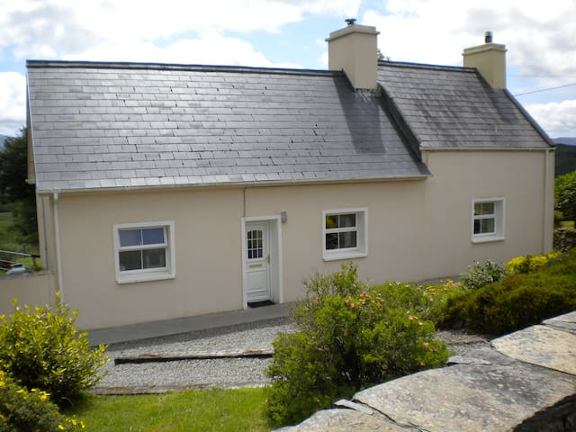 Traditional Cosy Farmhouse, Kenmare