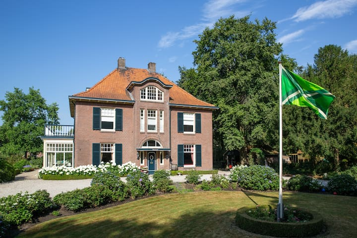 Characteristic villa in the green Achterhoek