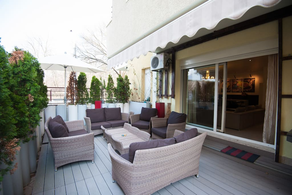 100 square meter terrace with deck