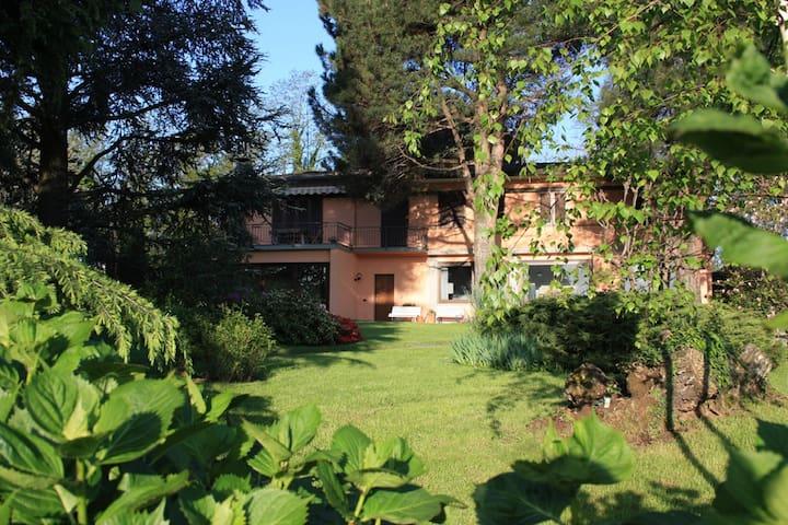 villa con ampio giardino 10 km Como - Lurago D'erba - Apartamento