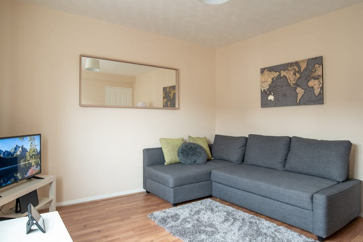 Luton 1 Bed City Link Apartment with Parking