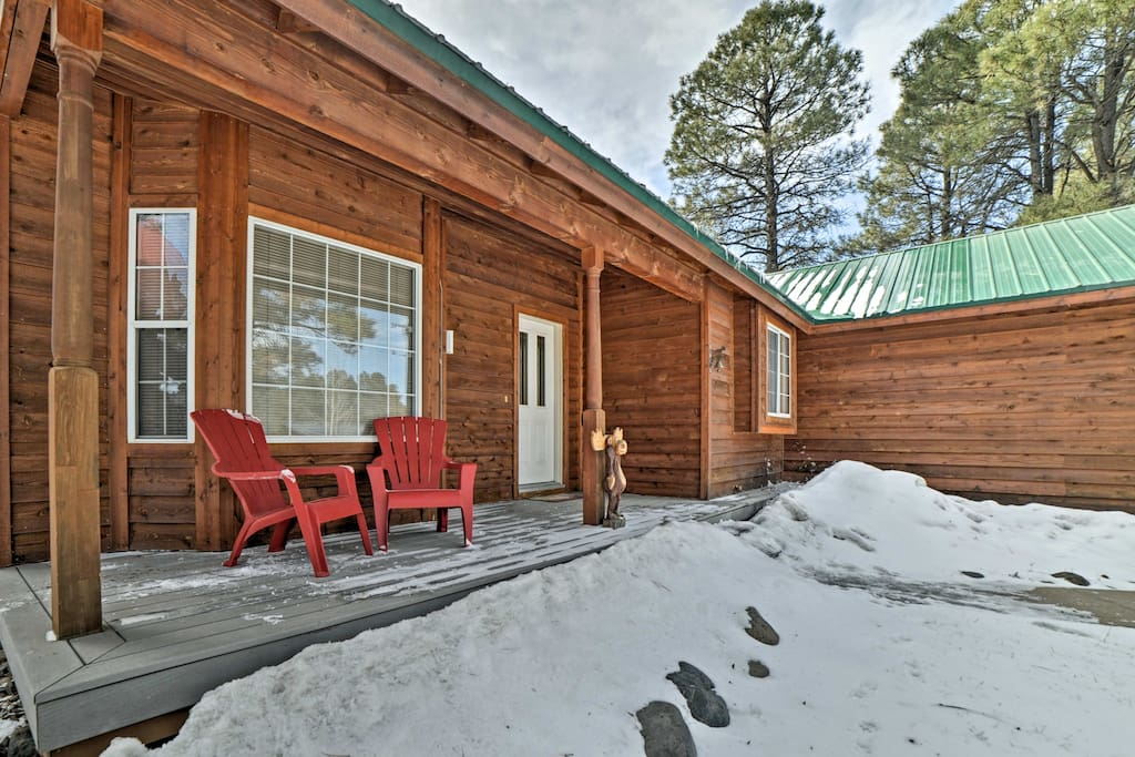 This 3-bed, 2-bath vacation rental house comfortably sleeps 8.