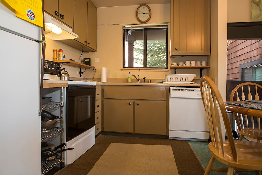 Fully equipped kitchen with range/oven, dishwasher, full fridge and cookware etc.