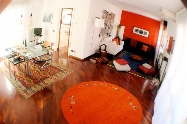 room in 2-floor beautiful loft close to metro
