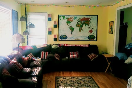 Private 2nd floor room close to OSU & Short North!
