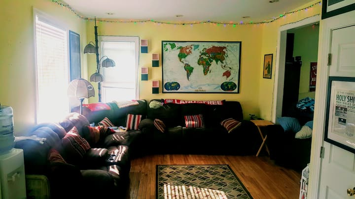 Bedroom + 2 sweet cats close to OSU & Short North!