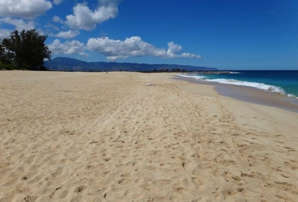 Ke Iki Beach - the largest, least crowded beach on the North Shore.
