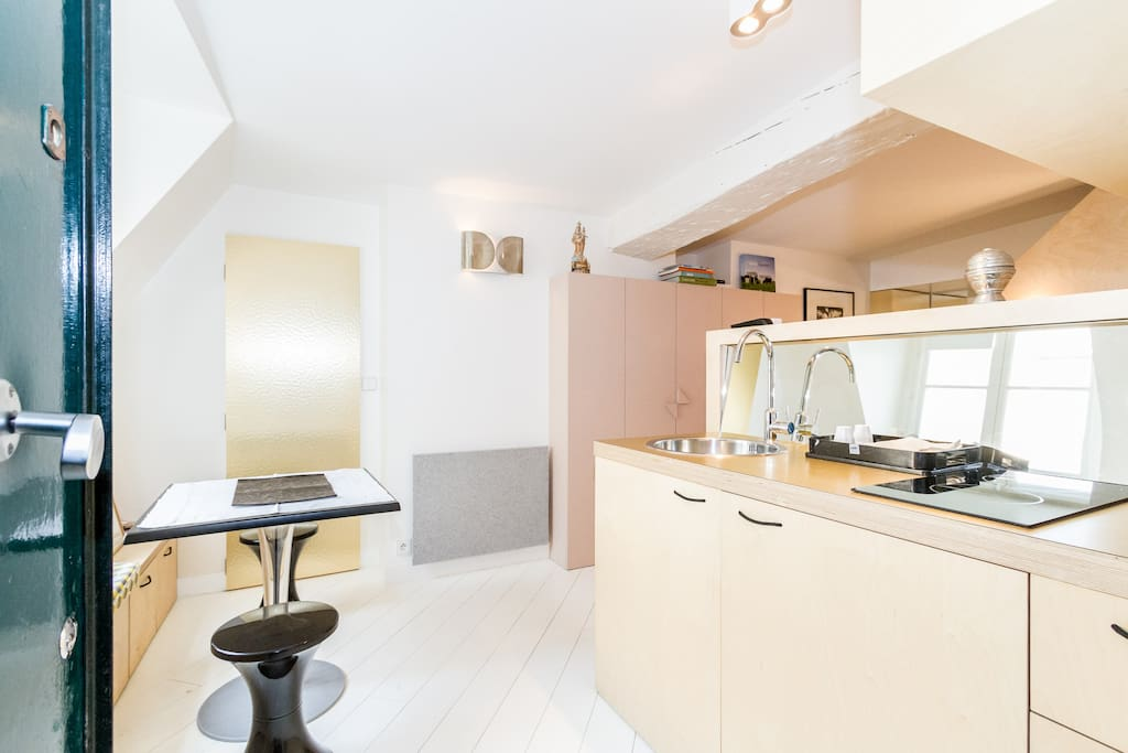 The kitchenette and a small table