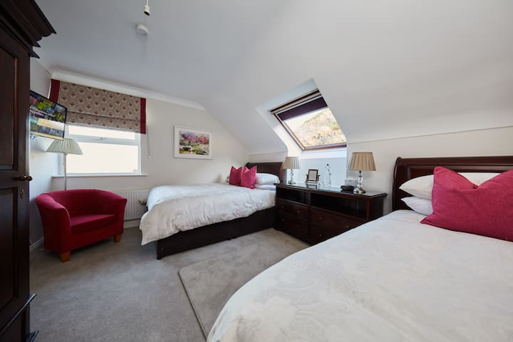 Our Luxury twin room at Sea View House Doolin tat can sleep 2 or 3 guests