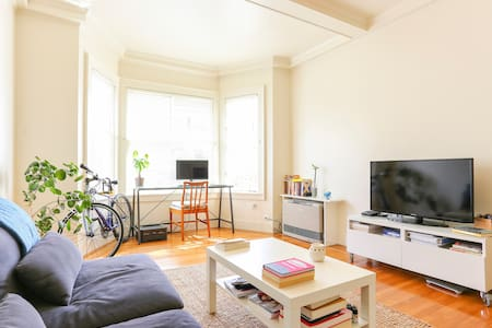 Room type: Entire home/apt Property type: Apartment Accommodates: 2 Bedrooms: 0 Bathrooms: 1