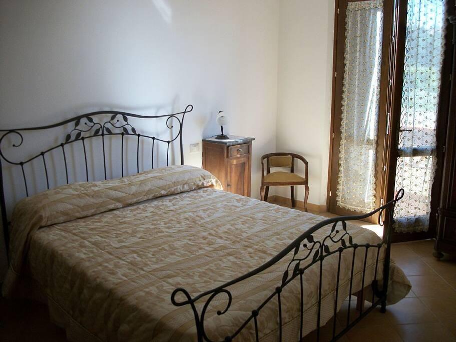 una delle camere da letto con terrazzo panoramico