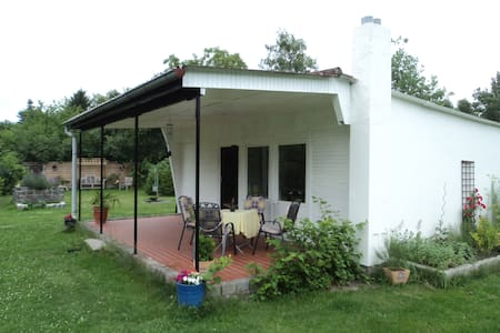 Die 20 besten bungalows in berlin airbnb bungalow berlin for Bungalow falkensee