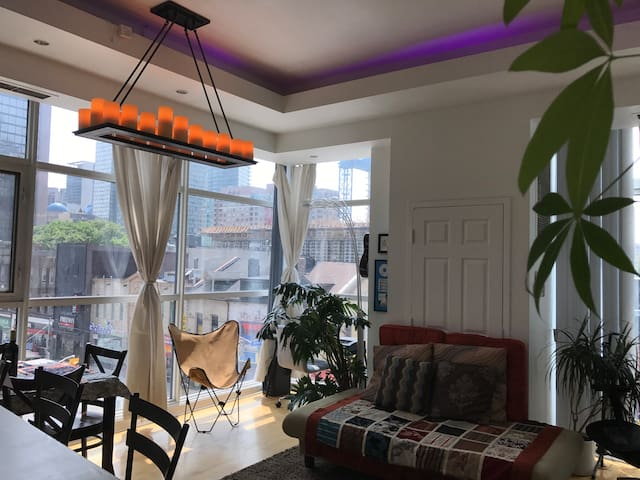 Yonge & Wellesley Prime Downtown Shared Apartment