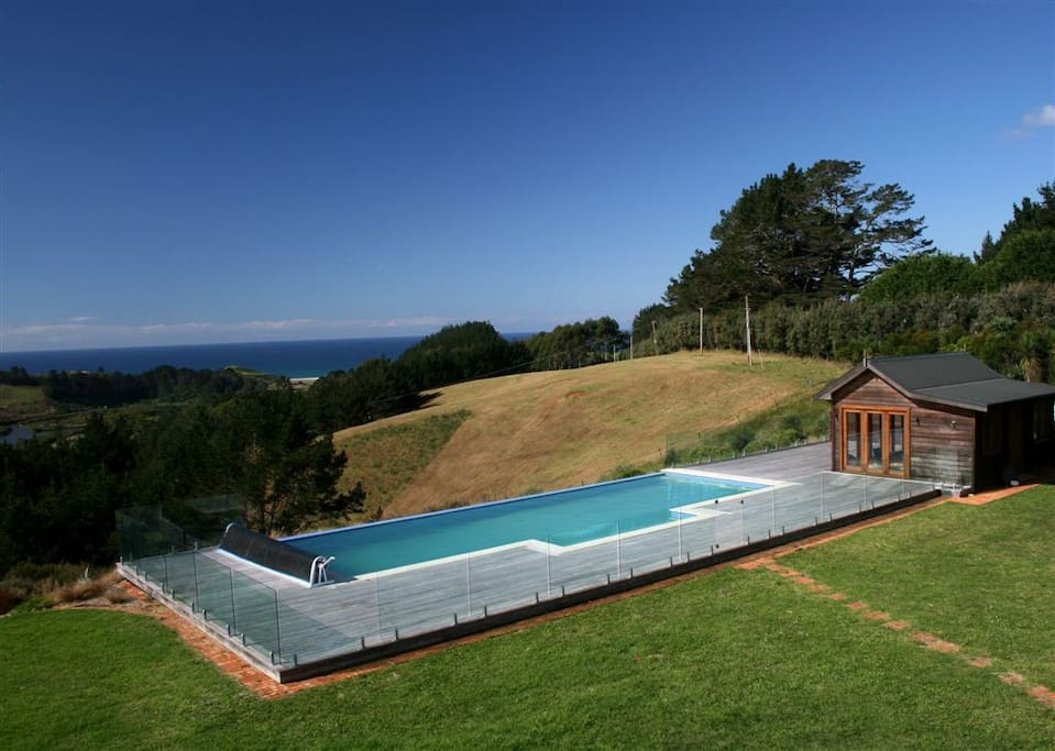 Private 15 m x 5 m infinity pool and Pool House