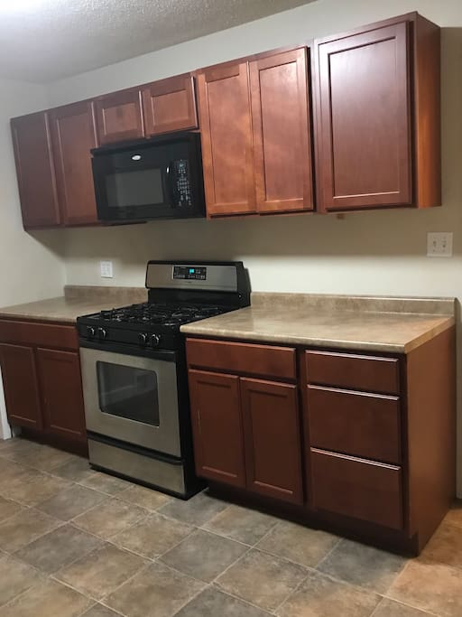 Stocked kitchen, gas stove, microwave