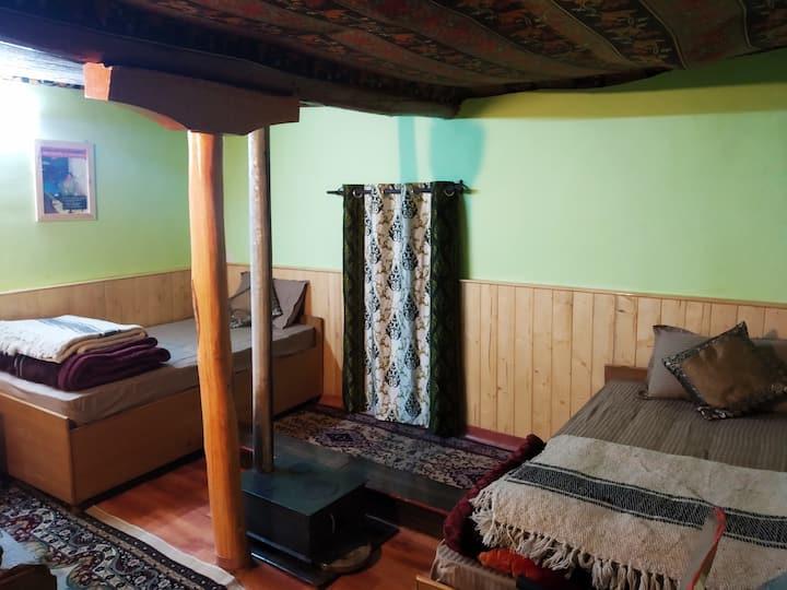 Karze: Mud House Homestay, Deluxe Room