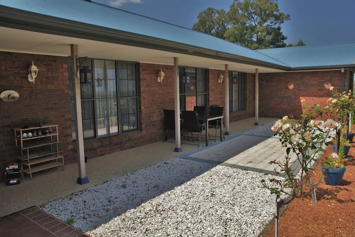MOUNTAIN VIEW BED & BREAKFAST - Yarramundi