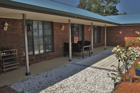 MOUNTAIN VIEW BED & BREAKFAST - Yarramundi - 家庭式旅館