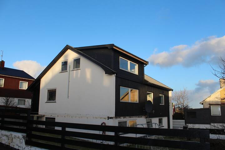 Spacious house with ocean view - Tórshavn - House