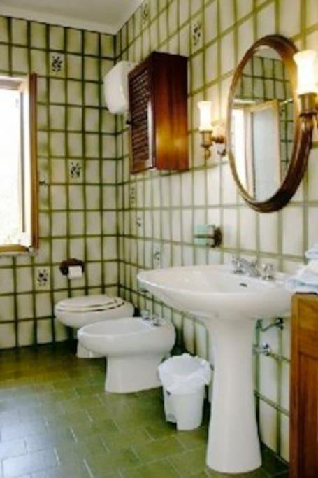 Il bagno esclusivo della stanza Caterina
