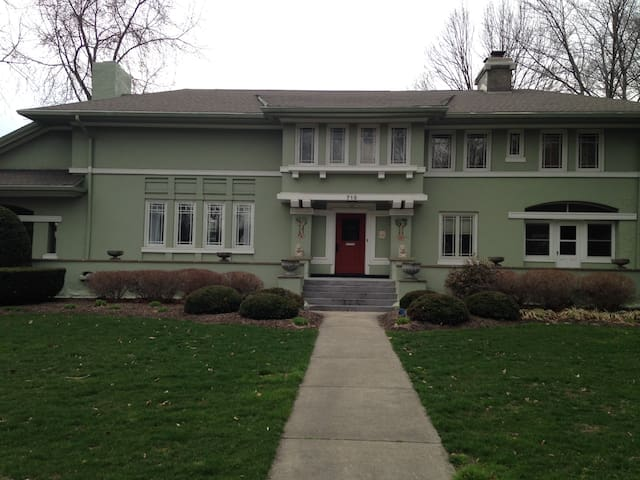 Historic FL Wright Prairie style - Ravenna - Casa