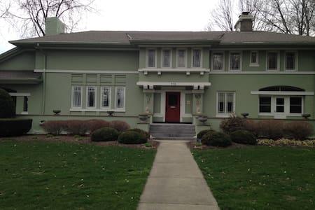 Historic FL Wright Prairie style - Ravenna