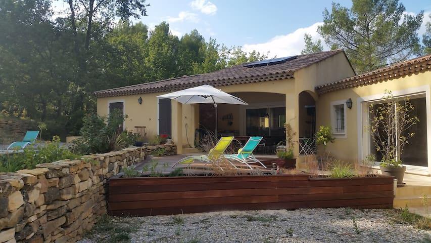 Chambre  au calme dans villa en pays d'Aix