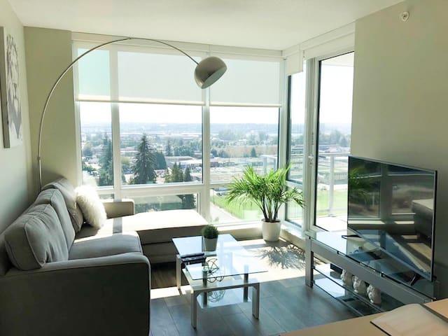 Luxury condo, modern condo with parking & wifi