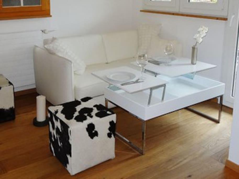 Sofa mit Esstisch
