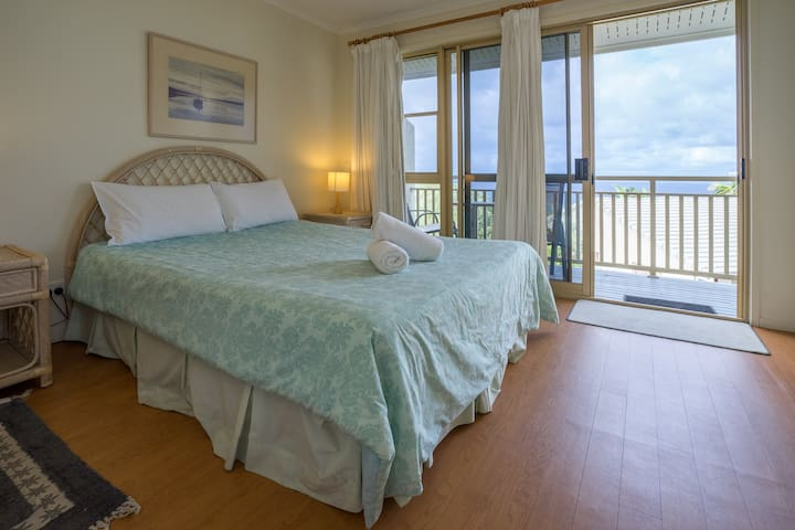 2 Bedroom Ocean View Apartment at Pandanus Palms!