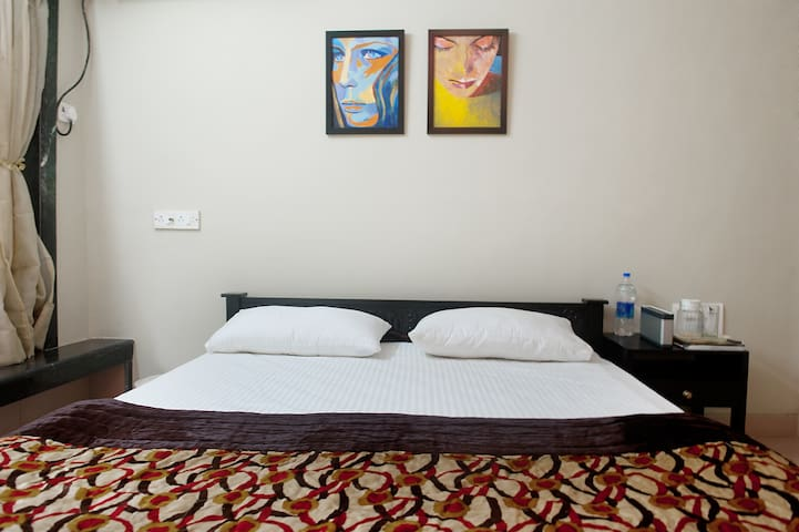 Classy comfy private room in JUHU - Mumbaj - Apartament
