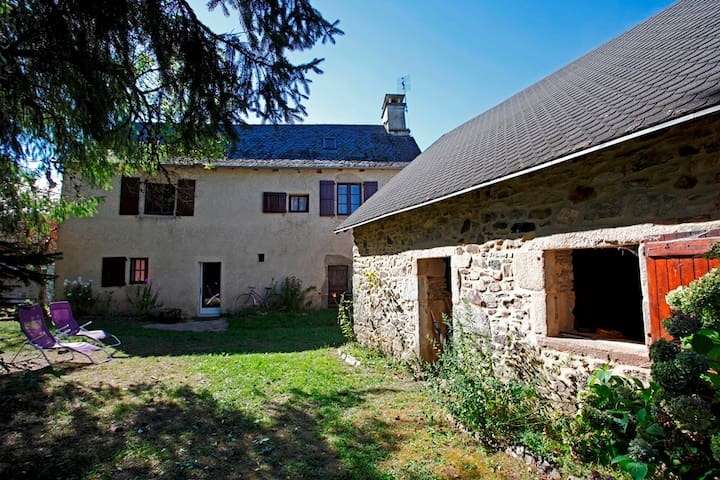 Stone house with garden in Correze - Reygade - Casa