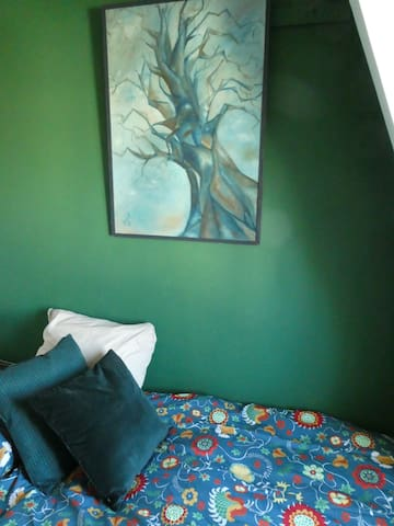Extra 1 person bedroom, also colorful