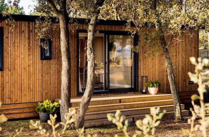 Large wooden cottage with private garden