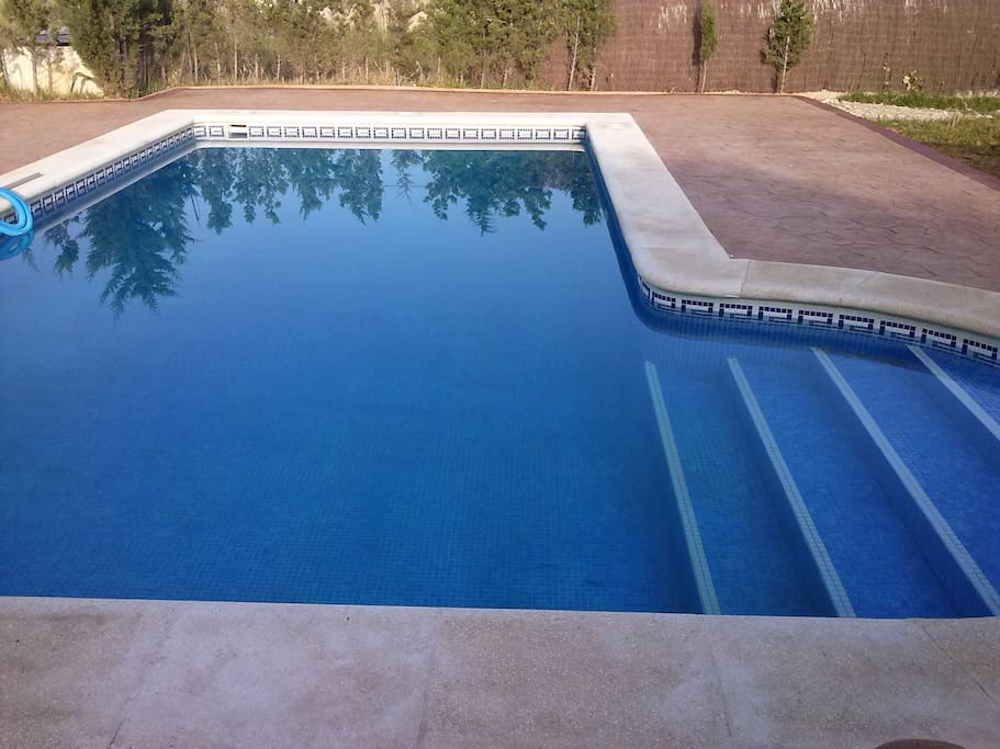 Chalet con piscina privada chalets for rent in chiclana for Piscinas chiclana