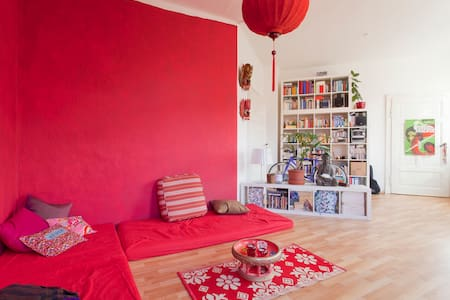 Feel home in colourful & cozy flat!