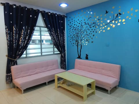 New & Modern Deco Homestay 10 Mins From Airport