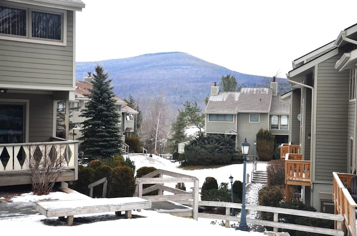 Hunter Mountain Getaway Ski On/ Off Condo