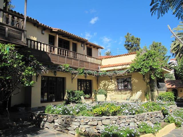 VILLA CARMEN Colonial House - Las Palmas de Gran Canaria - Hus