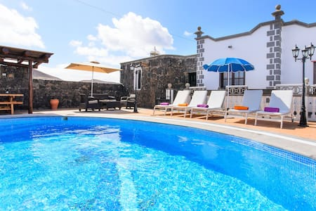 Spacious Villa Las Calderetas with Mountain View, Wi-Fi, Terrace & Pool; Parking Available
